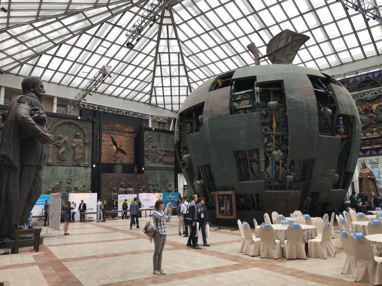 Музей Зураба Церетели, EmailShow