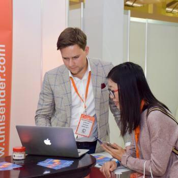 Дмитрий Судаков использует Сборщик контактов на мероприятии