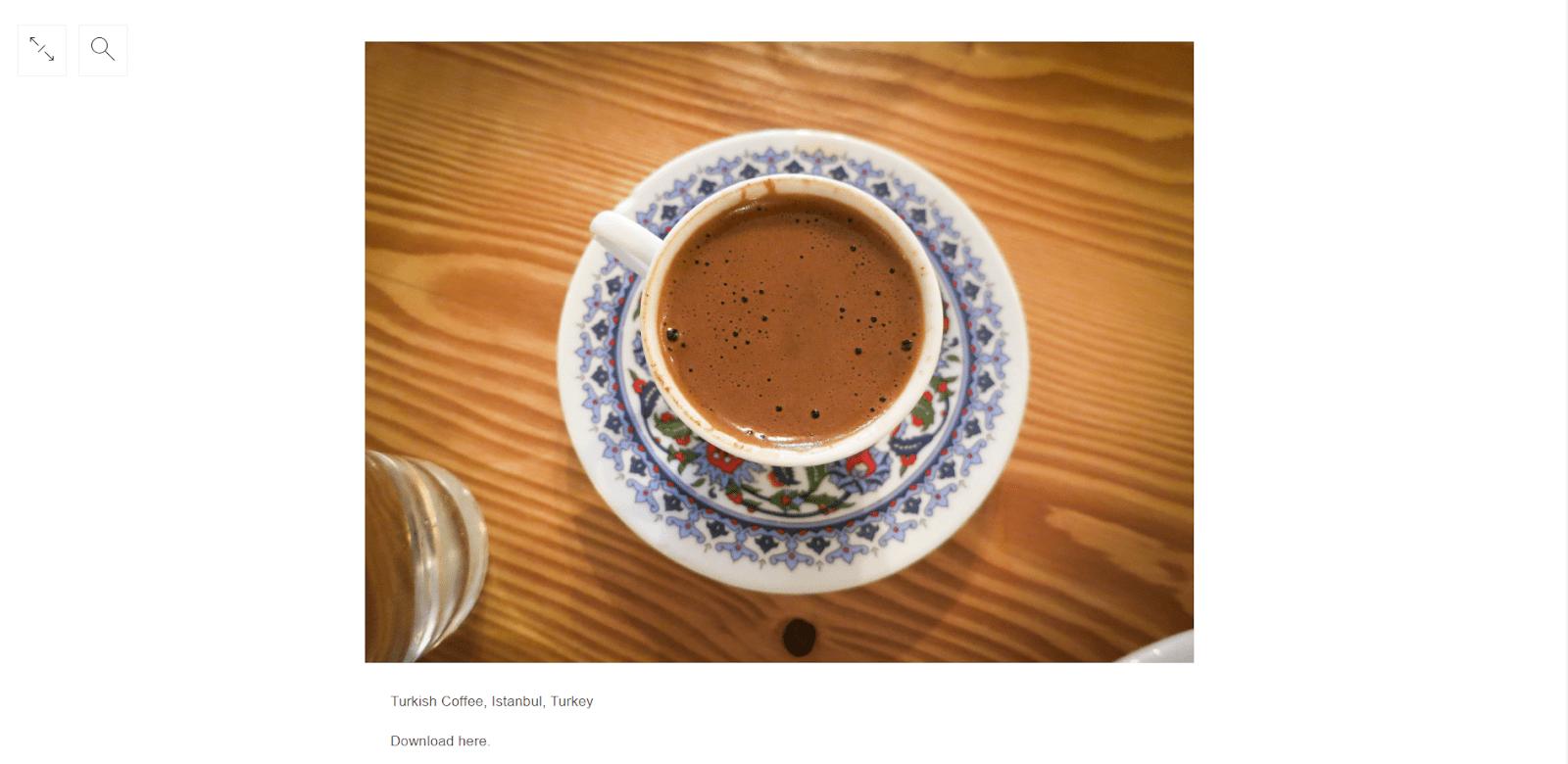 Ароматный турецкий кофе по запросу «Турция». Минималистичный дизайн сайта не отвлекает от просмотра фотографий